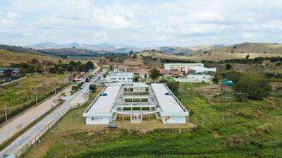 Parque Acadêmico do Campus Itaperuna – Bloco com 19 Laboratórios e duas salas pedagógicas (2016). Origem da Receita: LOA (R$ 3.971.206,65).