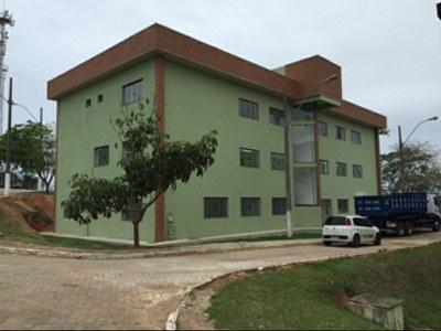 Prédio Administrativo do Campus Macaé – Bloco com 20 Salas Administrativas (2016). Origem da Receita: LOA (R$ 1.463.050,83).