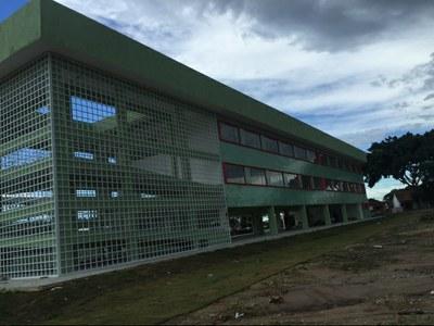 Prédio da Licenciatura do Campos Guarus – Bloco com 18 salas de aula (2017). Origem da Receita: LOA (R$ 2.012.144,56); Recurso Extraorçamentário SETEC/MEC (R$ 100.030,34 ).