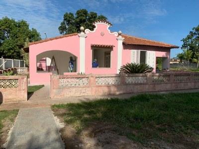 Reforma da casa rosa para abrigar o espaço cultural e o centro de memória do Campus Quissamã (2019). Origem da Receita: Emenda Parlamentar (R$ 162.298,20).