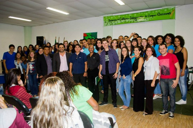 """Apresentação do musical """"O Rio de todo mundo na Poesia de Chico Buarque"""", na Semana de Integração e Cultura do campus Quissamã 2015"""