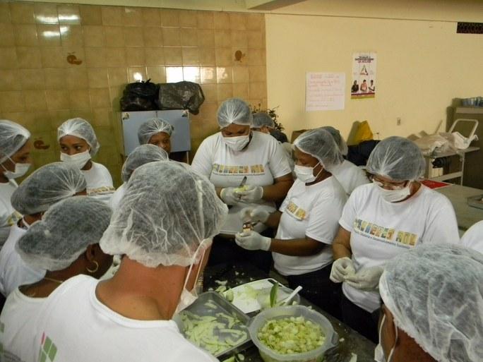Foto 7 – Aula prática sobre Doce de Mamão.