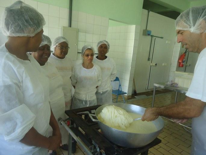 Foto 2 – Aula Prática com orientados na Agroindústria do campus Bom Jesus.