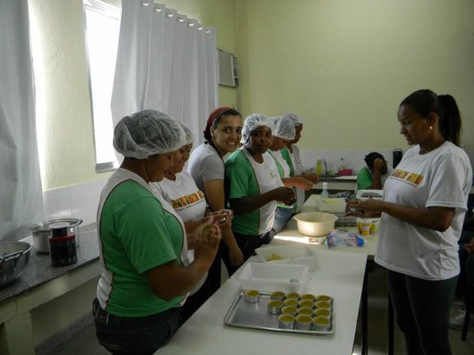 Foto 24 - Aula Prática de Doce de Mamão nas dependências da Agroindústria do campus Bom Jesus.