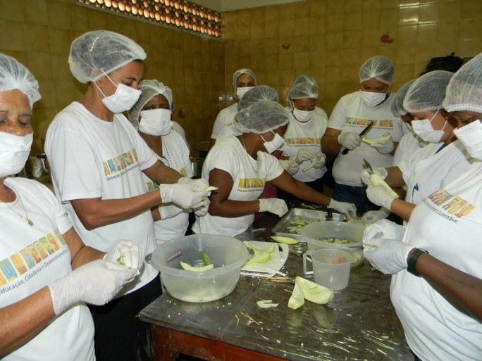 Foto 25 - Aula Prática de Doce de Mamão nas dependências da Agroindústria do campus Bom Jesus.