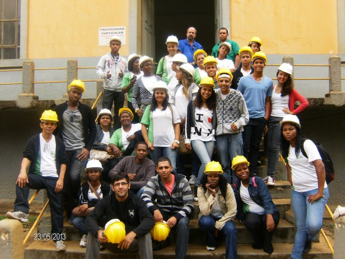 Foto 26 - Visita das Alunas do PMM do campus Guarus na Usina Idrelétrica no município de Tombos (2012).