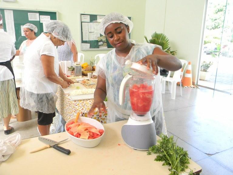 Foto 21 - Aula Prática de Culinária das Alunas do Programa Mulheres Mil com professora Raquel Fernandes, campus Campos Guarus.