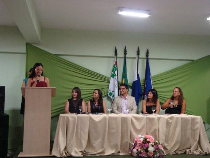 Foto 29 - Formatura das Alunas do PMM do campus Itaperuna (2012).