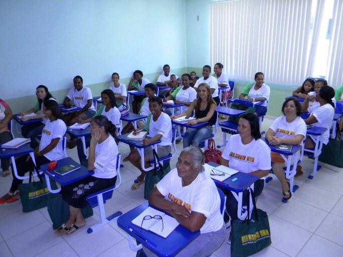 Foto 32 - Alunas do campus Avançado UPEA participando da aula (2012).