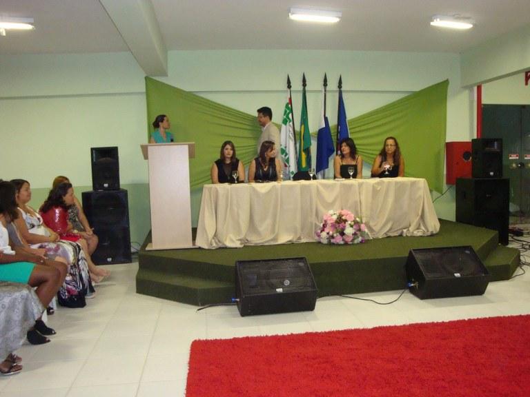 Foto 28 - Formatura das Alunas do PMM do campus Itaperuna (2012).