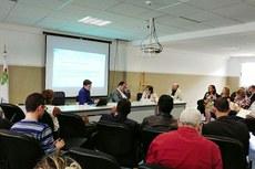 Jonathan Veslasco (camisa azul) participa das discussões sobre o futuro do Pronatec