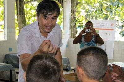 Luciano Rezende utilizou insetos para atrair a atenção dos alunos