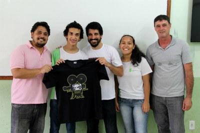 Lucas recebeu um valor em dinheiro e uma camisa do Cineclube Debates.
