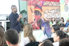 "Renan Torres administra o projeto nas redes sociais ""Povos Indígenas do Brasil""."