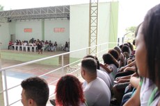 Os alunos foram recebidos em evento de boas-vindas na quadra da instituição.