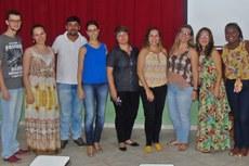 Comissão de Organização e as alunas egressas Taízes Marques e Elenízia Lengruber.