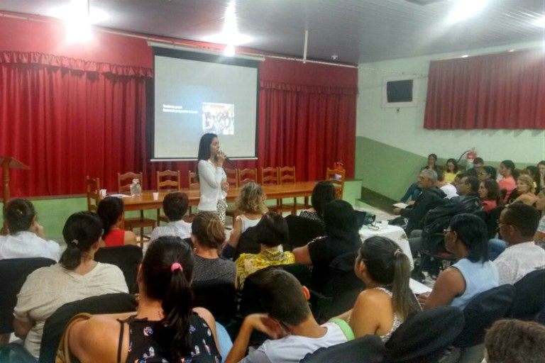 Psicóloga Viviane Lopes ministrou palestra