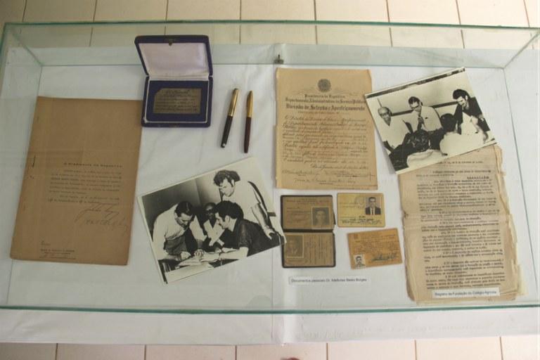 Documentos e objetos antigos