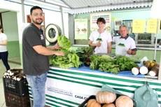 Sebastião Campos e o sobrinho Afonso Júnior são produtores orgânicos de Bom Jesus do Itabapoana.