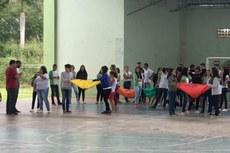 Atividades aconteceram na quadra poliesportiva, no auditório e no campo.