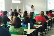 A psicopedagoga Maria Lúcia Moreira Gomes falou também sobre o que a escola pode e deve fazer para incluir alunos com NEE.