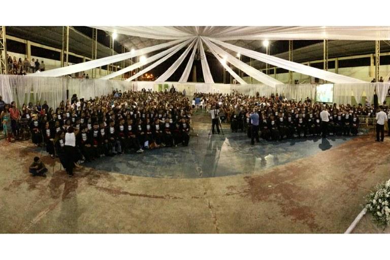 Formandos receberam aplausos de amigos, familiares e servidores.