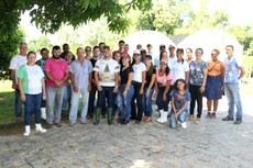 Estudantes foram divididos em grupos para atividades nos setores agropecuários.