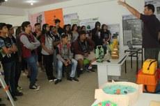 Estudantes de Varre-Sai, interior do Rio de Janeiro, visitam salas temáticas.