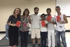 Autor recebeu integrantes do Nugedis do Campus Bom Jesus no lançamento no Sesc, em VItória (ES).