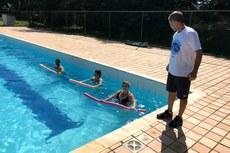 Exercícios na piscina marcaram o primeiro dia de atividades.