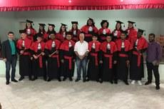 Formandos; o patrono da turma, Rafael Almeida; o diretor-Geral do IFF Bom Jesus, Carlos Freitas; e o paraninfo Rômulo Viana.