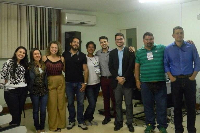 Os professores do curso de química e o presidente do CRQ-III, Rafael Almada (ao centro)