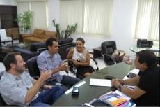 O prefeito Marquinhos Mendes, Laura Barreto, Alessandro Teixeira e Victor Saraiva