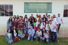 Alunos dos cursos de Agropecuária e Agroecologia durante visita ao Polo de Inovação