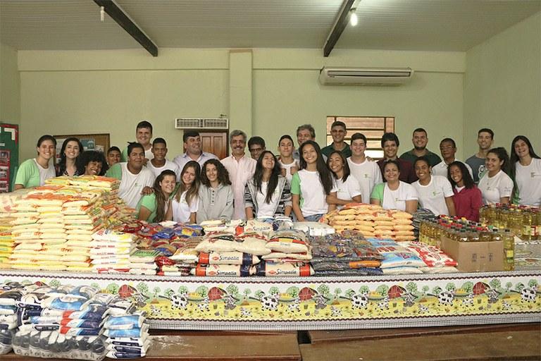 Campus Cambuci doa 1,7 toneladas de alimentos para instituições da região