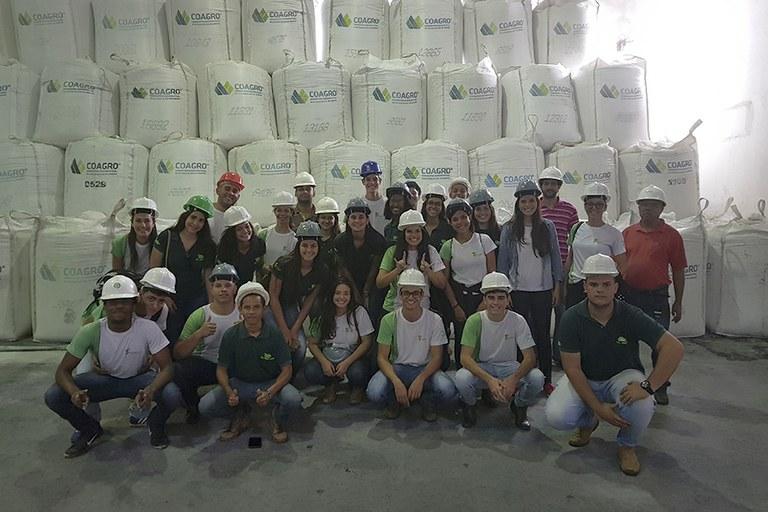 Estudantes do Campus Cambuci visitam a Coagro
