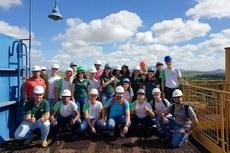 Os estudantes visitaram a usina de produção de álcool e açúcar da Coagro.