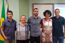 Murilo Alvares Vieira ao centro junto com professores da banca examinadora. (Foto: Divulgação)
