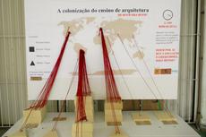 Maquete com gráfico que reflete a bibliografia atual do Curso de Arquitetura e Urbanismo (Foto: Raphaella Cordeiro)