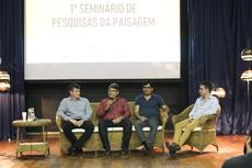 O diretor geral do campus, Carlos Alberto Henriques e demais integrantes da mesa de abertura dos trabalhos (Foto: Diomarcelo Pessanha Núcleo de Imagens do IFF).