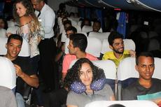 O ônibus contratado pela gestão do campus transportou os estudantes na segunda-feira, 11/02.