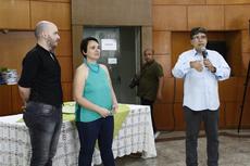 Carlos Alberto e servidores na abertura das comemorações: defesa do ensino público e de qualidade (Foto: Raphaella Cordeiro).