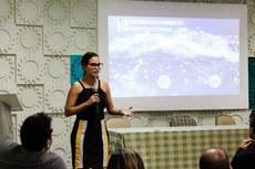 A diretora de Planejamento Estratégico do IFF, Aline Moraes, apresentou e comentou aspectos do PDI (Foto: Raphaella Cordeiro)