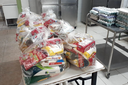 IFF Campos Centro entrega alimentos a alunos em situação de vulnerabilidade social