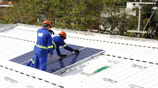 Trabalhadores instalaram placas fotovoltaicas no IFF Campos Centro em 2019.Foto: Letícia Cunha