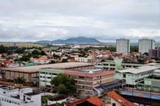 Os amplos telhados do campus favorecem a instalação de placas de energia solar (Foto: arquivo de Antonio Barros)