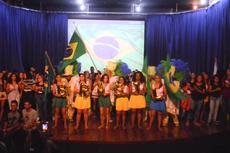 O elenco e o desafio de resumir a rica história do Brasil (Foto: Rakenny Braga).