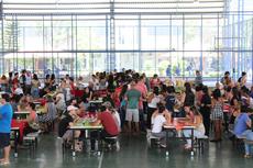 Servidores, aposentados e terceirizados participaram da confraternização (Foto: Rakenny Braga)