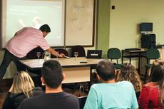 Professores durante aula do curso (Diomarcelo Pessanha/Núcleo de Fotografia do IFF)