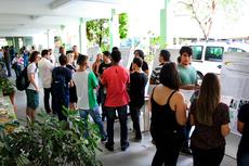 Os trabalhos desenvolvidos pelos bolsistas estão expostos ao público presente no campus (Foto: Rakeny Braga)